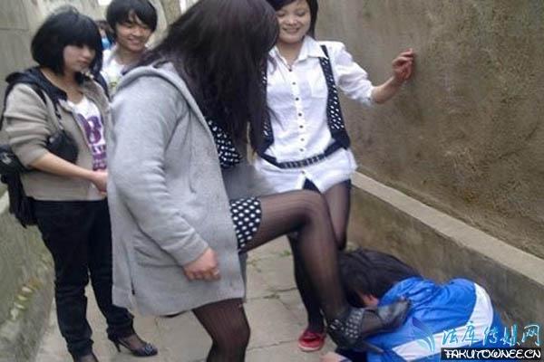 被漂亮女生扇耳光曝光视频,女生遇见校园暴力怎么处理?