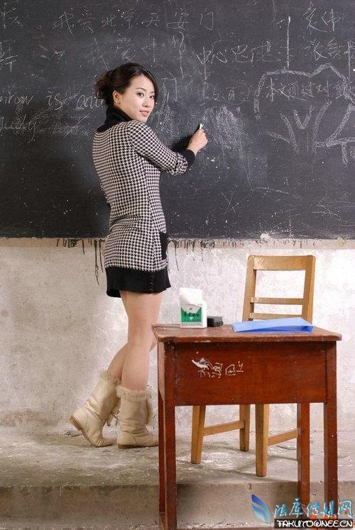老师穿超短裙上课合适吗?老师穿低胸装上课的真实案例