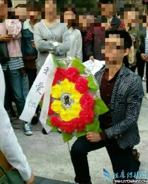 重庆男子拿花圈求婚被拒,在校大学生可以结婚吗?