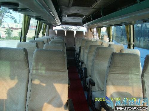 泰国大巴坠落深谷,坐大巴车中哪个位置最安全?