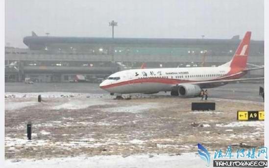 因地面结冰航班滑出跑道,飞机场地面结冰都是怎么处理的?