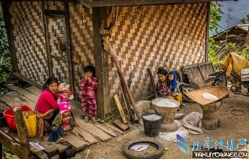 缅甸女子为防被性侵丑化自己,盘点在面部纹身的土著部落