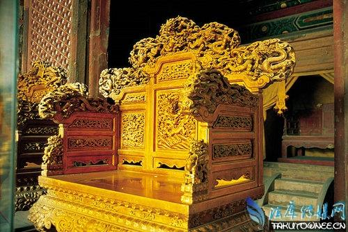 故宫中的龙椅为什么不能坐?古代皇帝的龙椅是用什么材料制成的?