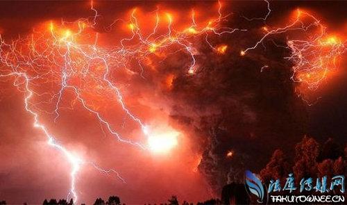 火山爆发时为什么常伴有闪电?火山爆发喷出的雾是什么东西?