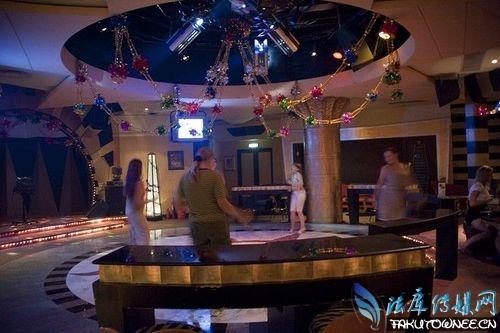 揭秘朝鲜首都平壤的夜总会,朝鲜当地人都有哪些娱乐项目?