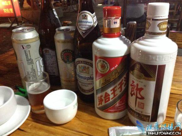 一斤白酒相等于多少斤啤酒?啤酒和白酒掺着喝好吗?
