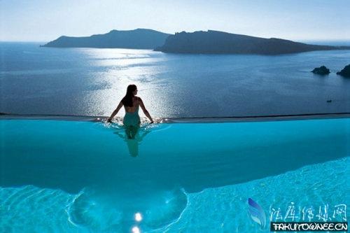 无边游泳池会掉下去吗(原理分析)?世界各地无边游泳池图片欣赏