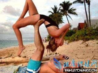 高能情侣瑜伽式求婚新动作,练瑜伽的人骨头都很软吗?