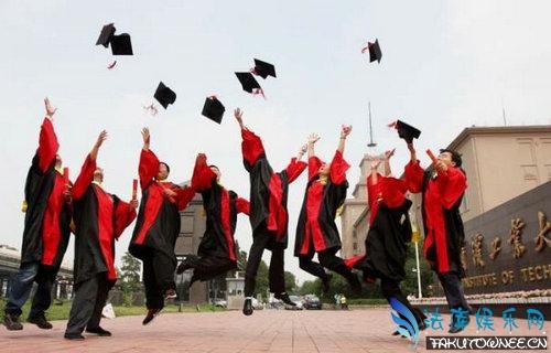 大学毕业照为什么要扔帽子?蓝色的学士服是什么学位?