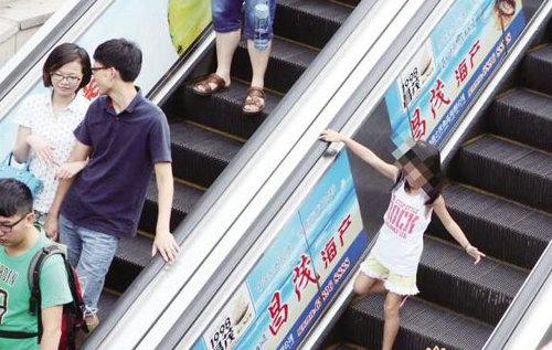 逆向上电动扶梯有多危险?儿童乘坐扶梯的注意事项