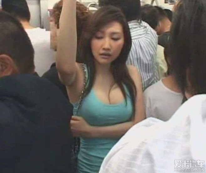 地铁男子乱摸蓝衣女子网传截图是真的吗?日本地铁爱情动作片是怎么拍出来的?