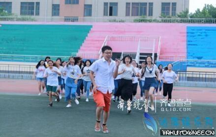 1男39女的毕业照走红,大学中女生多的专业有哪些?
