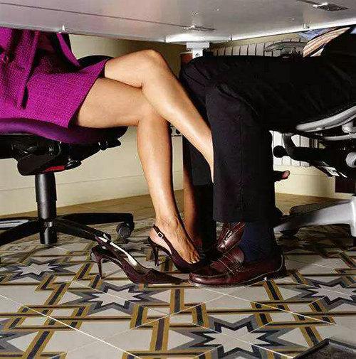 男人怎样看待穿着暴露的女人?穿着暴露的女人是什么心理?