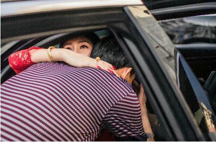 看到女儿出嫁父亲都是什么心情?为什么都说女儿是爸爸的前世情人?