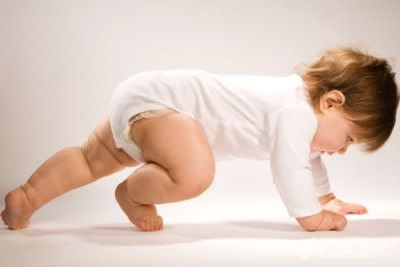 小孩子正常什么时候会爬?宝宝还不会爬怎么办?