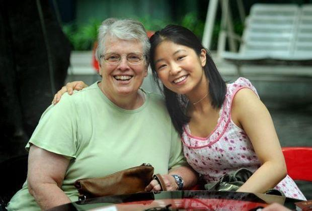外国女孩来中国寻找亲人,外国人收养中国孤儿的多吗?