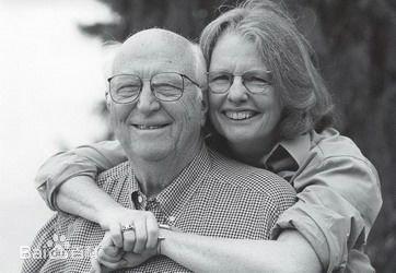 比尔盖茨的父母都是做什么的?比尔盖茨多少岁开始创业的?