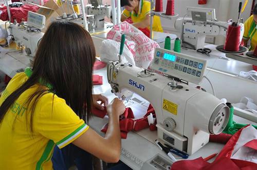 进制衣厂师傅要带多久才能出徒?制衣厂的工作很辛苦吗?