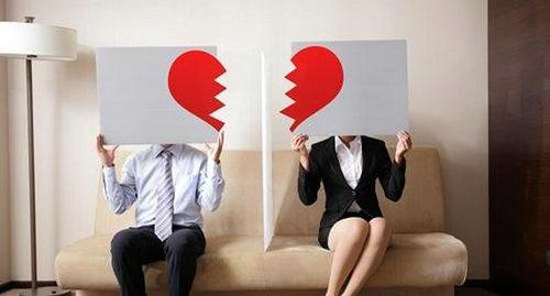 男子离婚9年不准前妻恋爱还大大出手,遇到纠缠不清的男人应该怎么办?