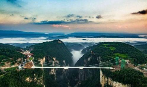 张家界大峡谷玻璃桥一共有多长?张家界为什么叫张家界名字的由来