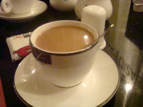 喝咖啡的小勺是干什么的?喝咖啡加多少糖和奶比较合适?