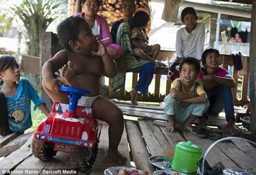 2岁烟鬼小胖子是谁?印尼抽烟的小胖子现状如何?