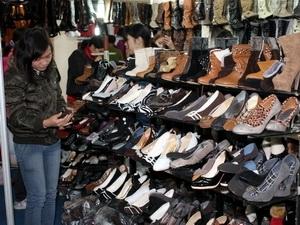 泰国人居然用鞋排队?泰国的拖鞋便宜吗?