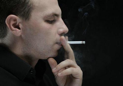 国外的马路上可以抽烟吗?外国人抽烟的现象普遍吗?