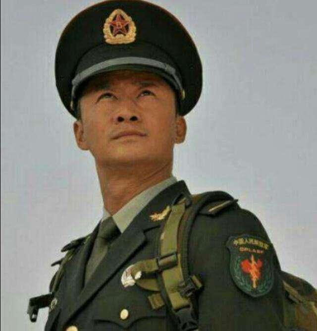 军人情节慎重的吴京曾经当过兵吗?吴京的功夫属于什么路数在哪里学的?