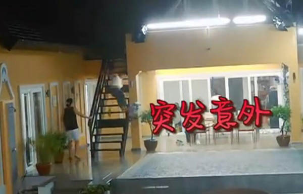 中餐厅张亮雨中从楼梯衰落伤势严重吗?中餐厅后几期还有张亮吗?