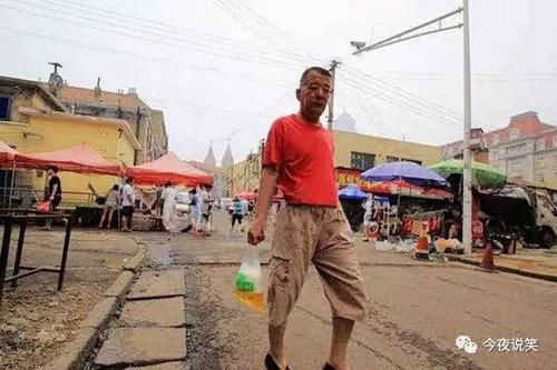 青岛人喝啤酒为什么用袋子装?青岛人都很能喝啤酒吗?
