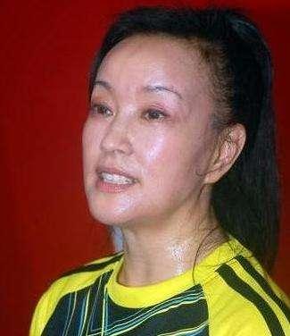 刘晓庆的素颜照片尽显老态,刘晓庆为什么能这么年轻?