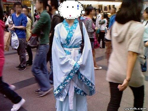 女子身穿汉服意外被打,汉服为什么现在没人穿?