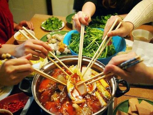火锅为什么要人多才能吃?一个人吃火锅孤独还尴尬怎么办?