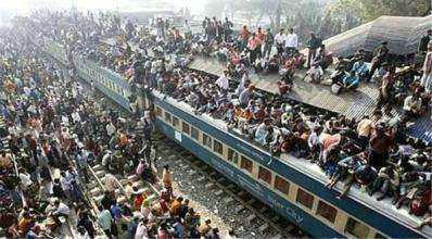 印度的火车为何那么多乘客?印度火车真实的情况是什么样的?