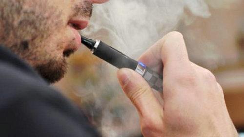 在公共场所能抽电子烟吗?电子烟的二手烟危害更大吗?
