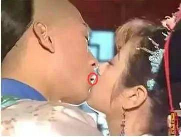 周杰强吻林心如事件是谁在说谎?周杰强吻林心如图片分析