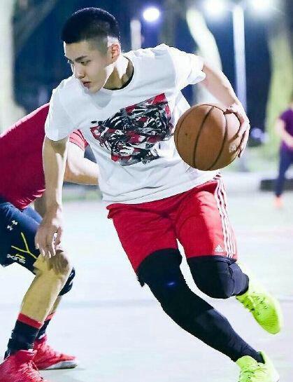 吴亦凡篮球水平怎么样是什么程度?吴亦凡为什么这么喜欢打篮球?