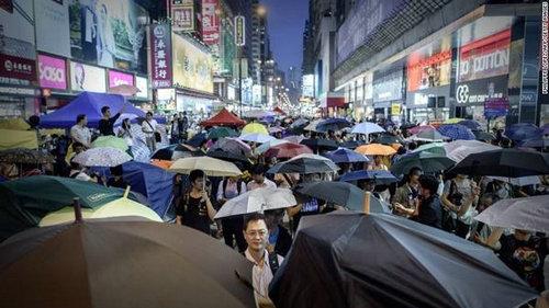 香港人说话为什么夹杂英语?说话夹杂英文很装吗?