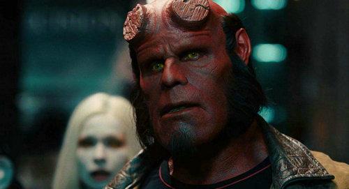 地狱男爵是谁的孩子?地狱男爵为什么头上没有角?