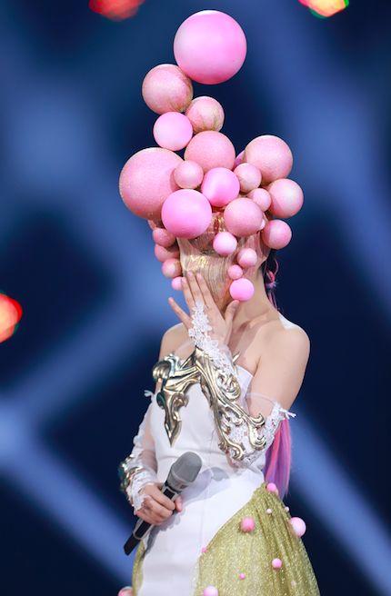 蒙面唱将淘气的粉红女王是HEBE吗?蒙面唱将粉红女王会是谁?