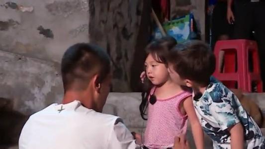 刘耕宏女儿小泡芙被亲网友评论亮了,刘耕宏却这样说嗯哼