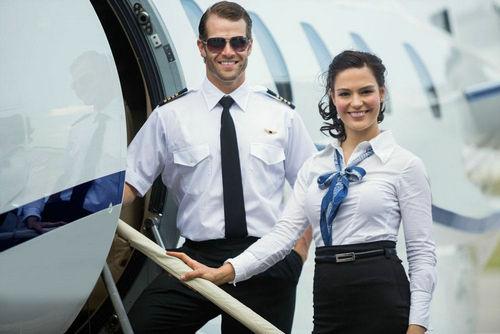 飞行员为什么都不找空姐结婚?飞行员和空姐之间真的很乱吗?