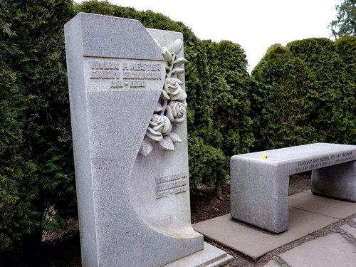 老人身体健康买墓地有不好的影响吗?墓地有没有使用的年限规定?