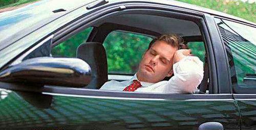 开车为什么要带着手套?高速开车犯困的原因是什么?