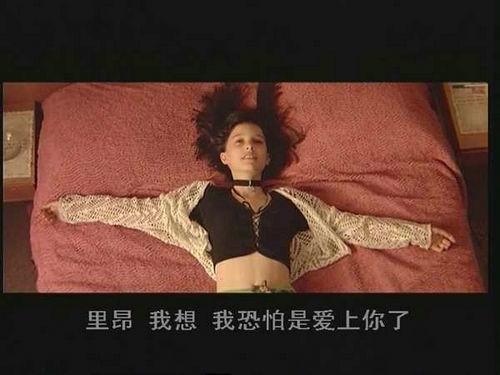 这个杀手不太冷小女孩演员是谁?这个杀手不太冷为什么老是喝牛奶?