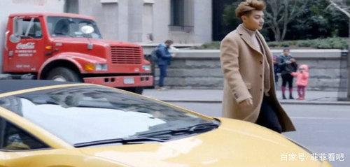 谈判官谢晓飞在美国开的什么跑车?谢晓飞回国开的又是什么车?