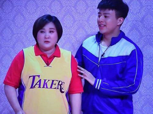 湖人队上贾玲是什么梗?贾玲穿的球衣为什么是taker?