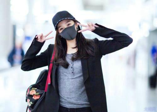 明星机场为什么要戴口罩?粉丝追星为什么那么疯狂?