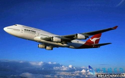 民航飞机的飞行高度和速度分别是多少?民航飞机上有几个发动机?